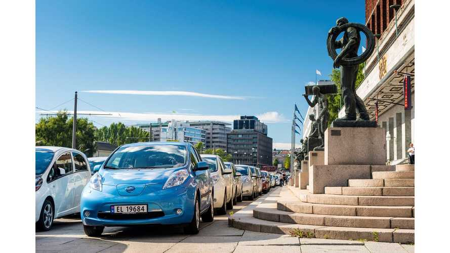 Nissan LEAFs Lead World Record Bid With 260.5 EVs in Norway (w/videos)