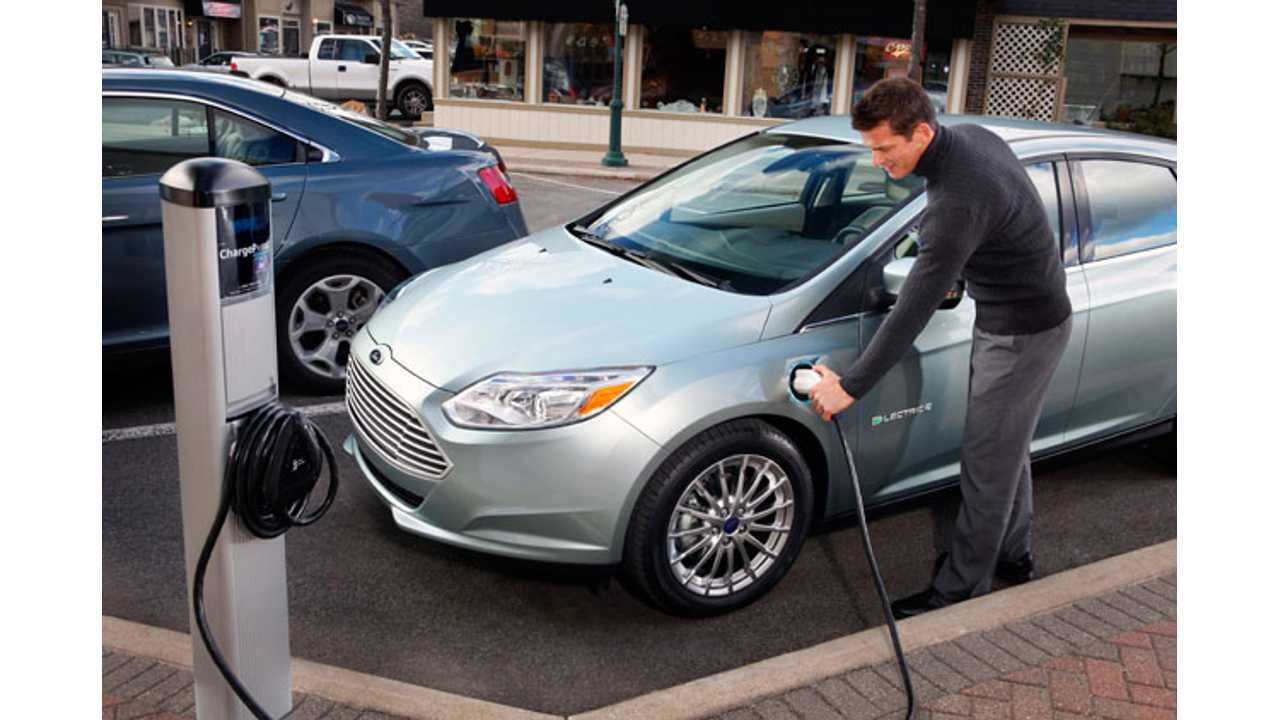 Ford-Focus-Electric-Chargin