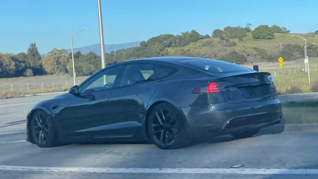New Model S Sightings Show The Plaid Badge And The Yoke Steering Wheel