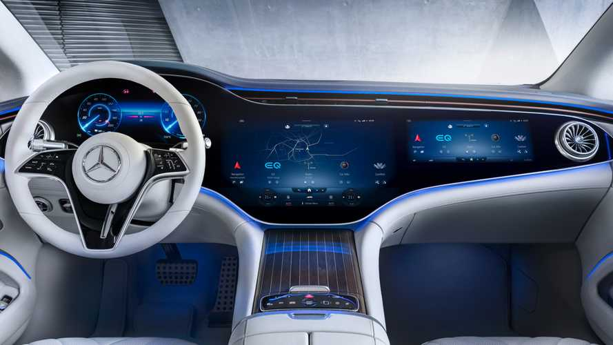 Nuova Mercedes EQS, con l'Hyperscreen hai il cinema dentro l'auto