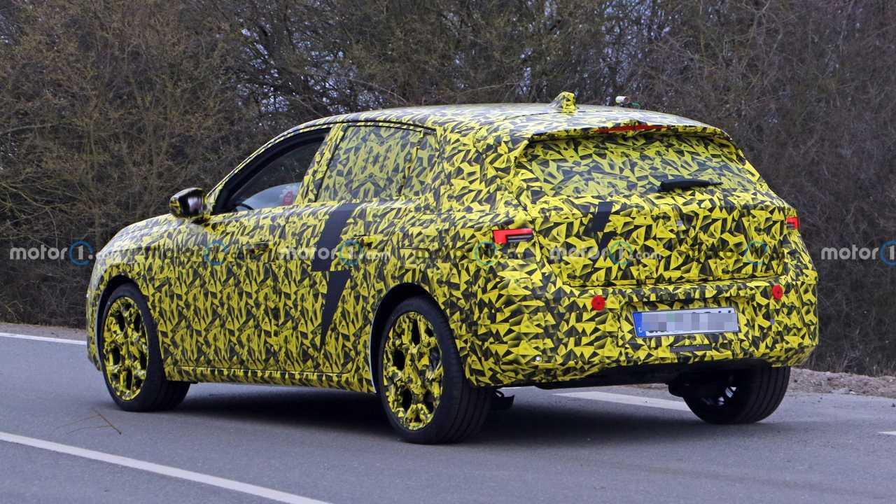 Nuova Opel Astra, le prime foto spia