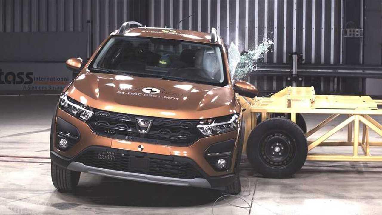 Dacia Sandero Stepway'in Euro NCAP testlerinden bir kare