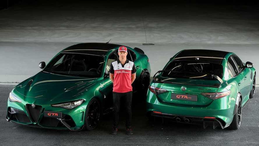 Kimi Räikkönen bersama Alfa Romeo GTA dan GTAm