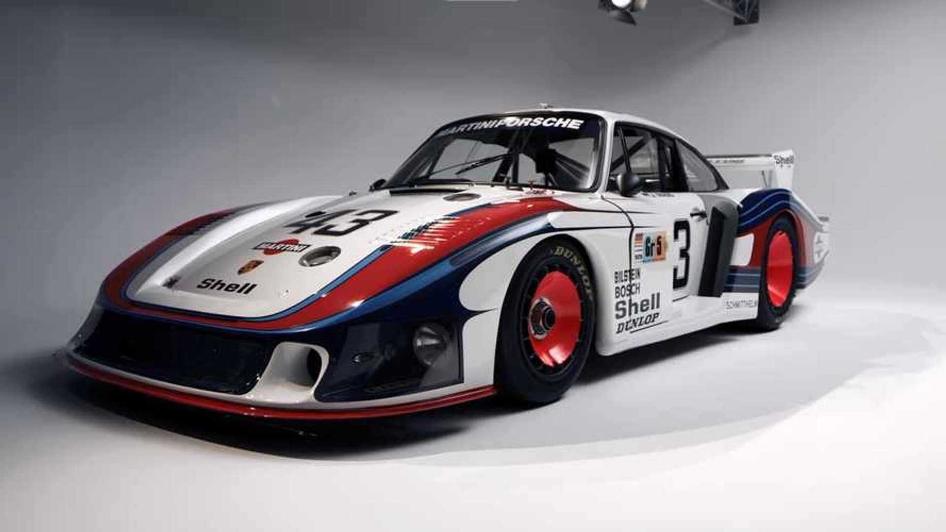 Porsche демонстрирует и рассказывает о своем гоночном автомобиле 935
