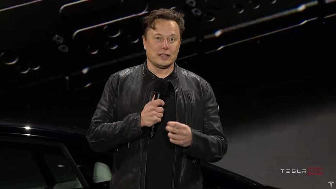 Elon Musk a Tesla Model S Kockás Szállítási Napján