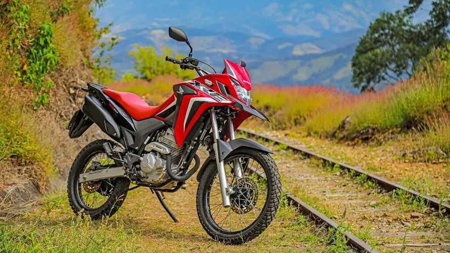 Honda XRE 300 2022 estreia com novos grafismos por R$ 20.390