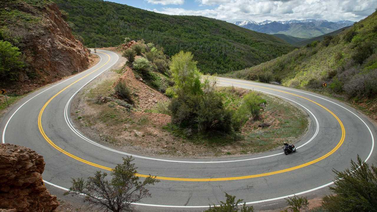 2022 Suzuki Hayabusa Mountain Road Overhead Action
