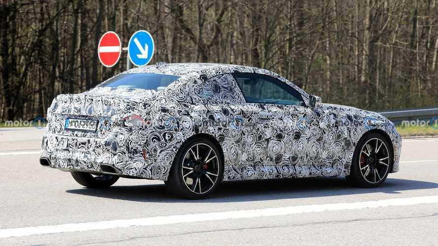 BMW 2er Coupé (2021) mit weniger Tarnung erwischt