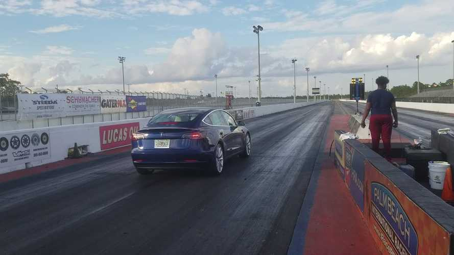 Watch Tesla Model 3 Drag Race Audi RS7: Video