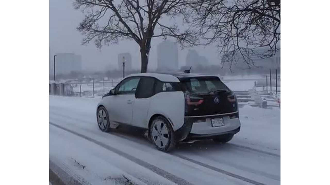 BMW i3 Winter Driving In Snow - Video