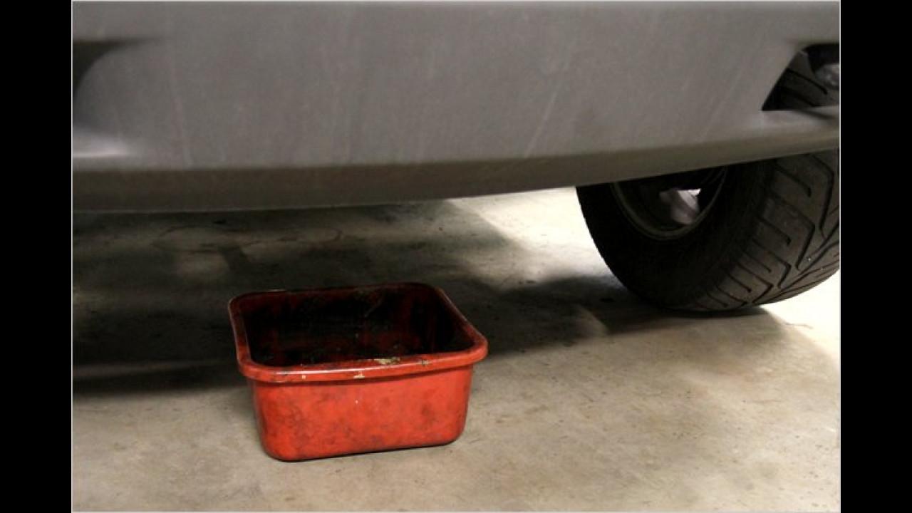 Prüfer: ,Sie haben starken Ölverlust am Motor.