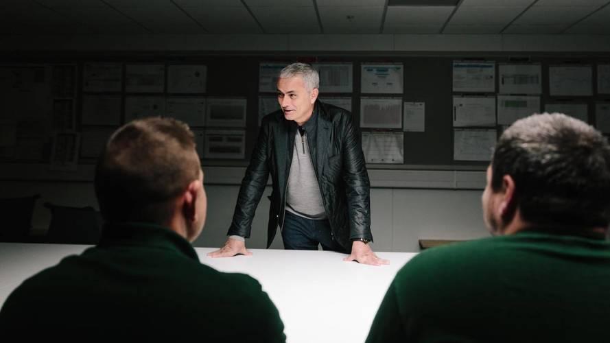 Jose Mourinho - Jaguar F-Pace üretim bandı