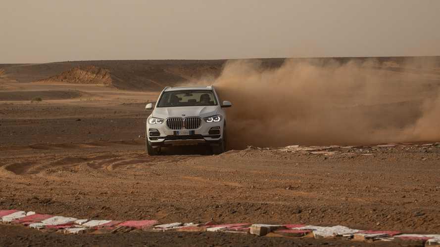 BMW, Sahra Çölü'nün ortasına bir Monza replikası yaptı