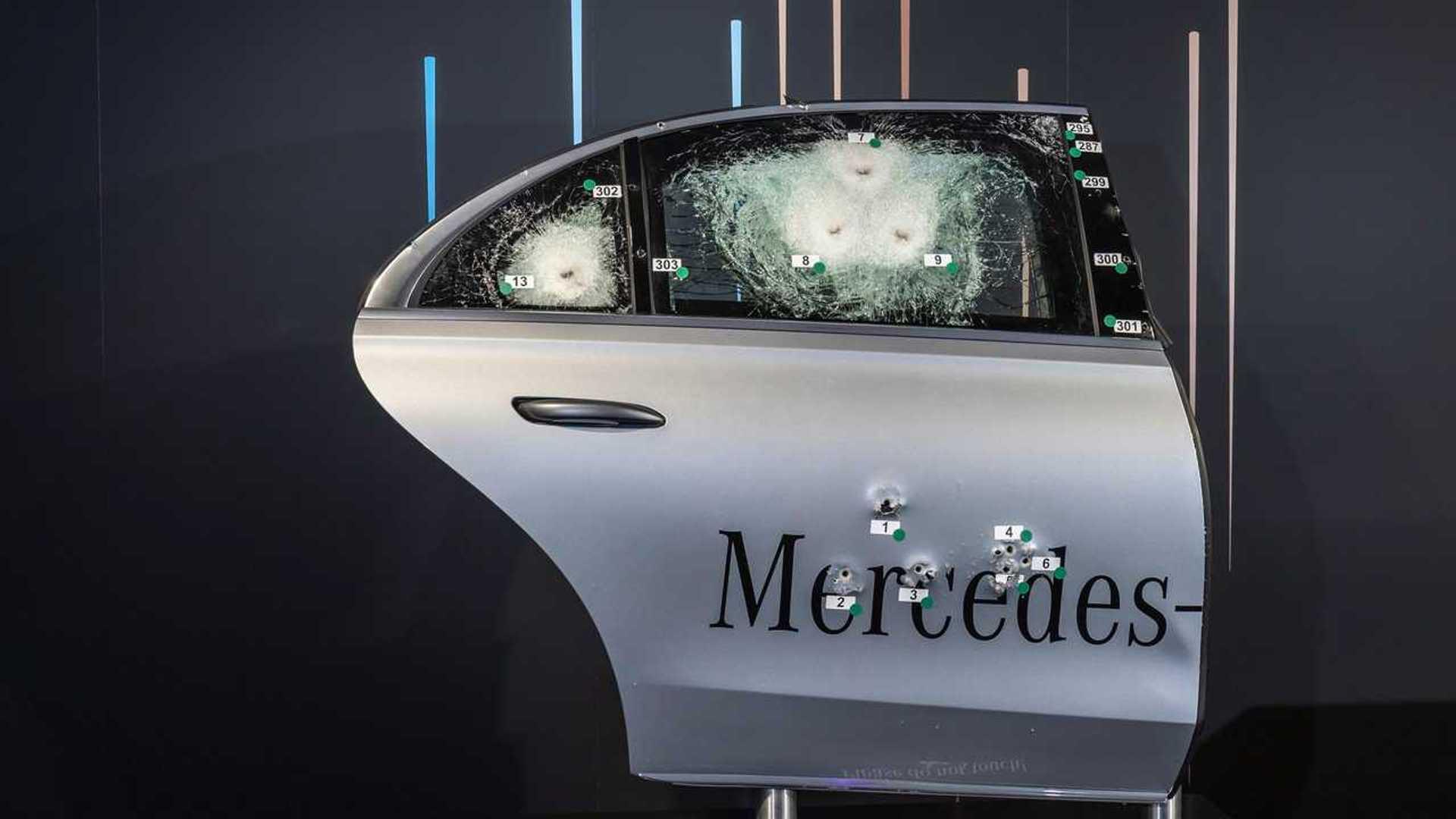 Mercedes presenta su nuevo tanque para Jefes de Estado 3