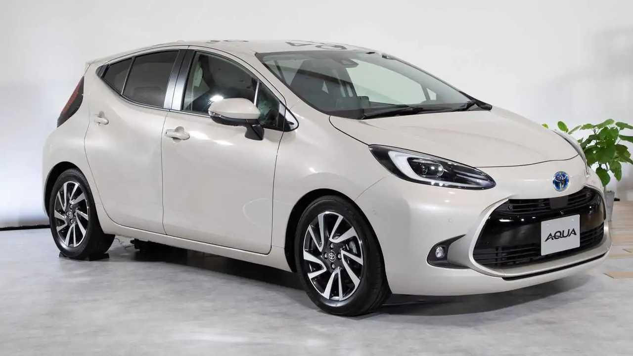 Yeni Toyota Aqua Hybrid resmi fotoğraf.