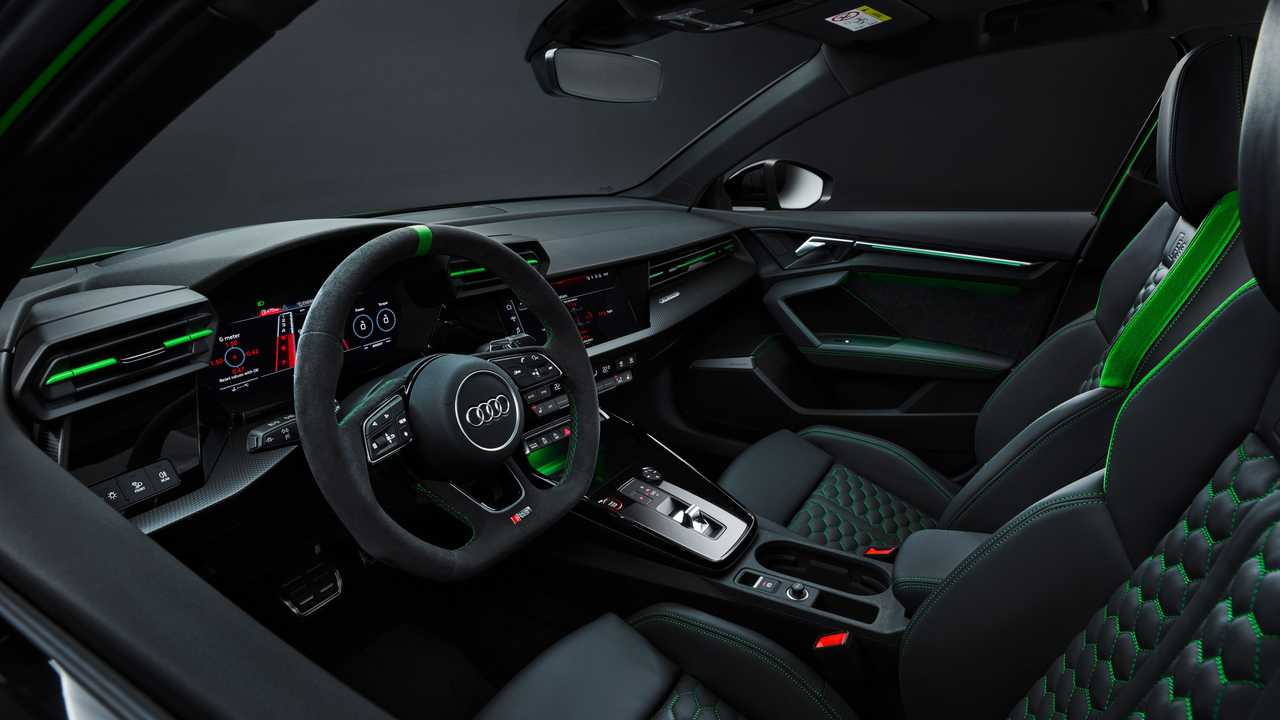 Interior del sedán Audi RS3 2022