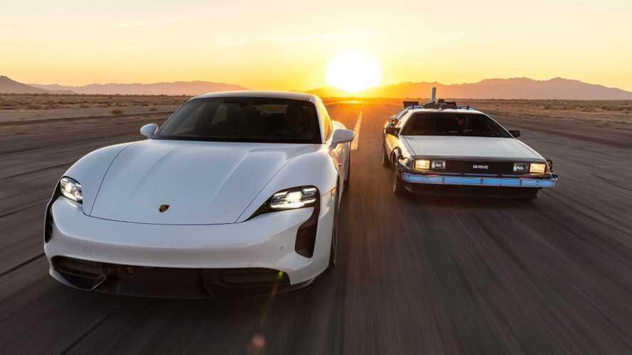 Porsche Taycan e DeLorean fianco a fianco in uno speciale spot