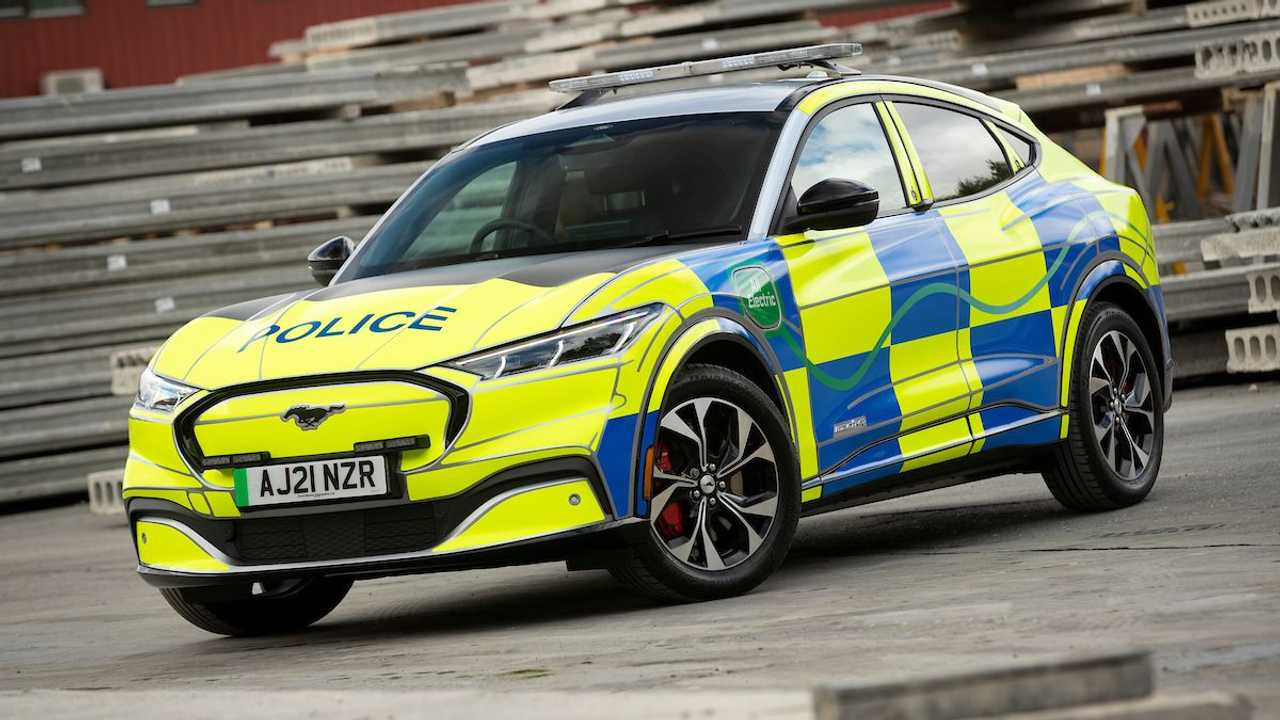Ford Mustang Mach-E jadi mobil polisi.
