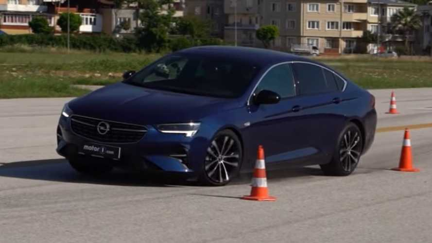 Opel Insignia Shows Good Results In Motor1.com Moose Test