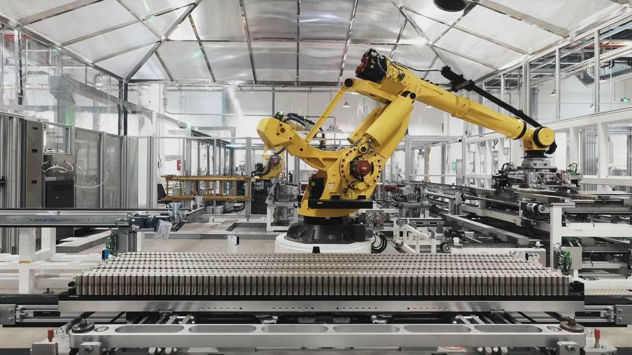 La produzione delle batterie nella Gigafactory Tesla