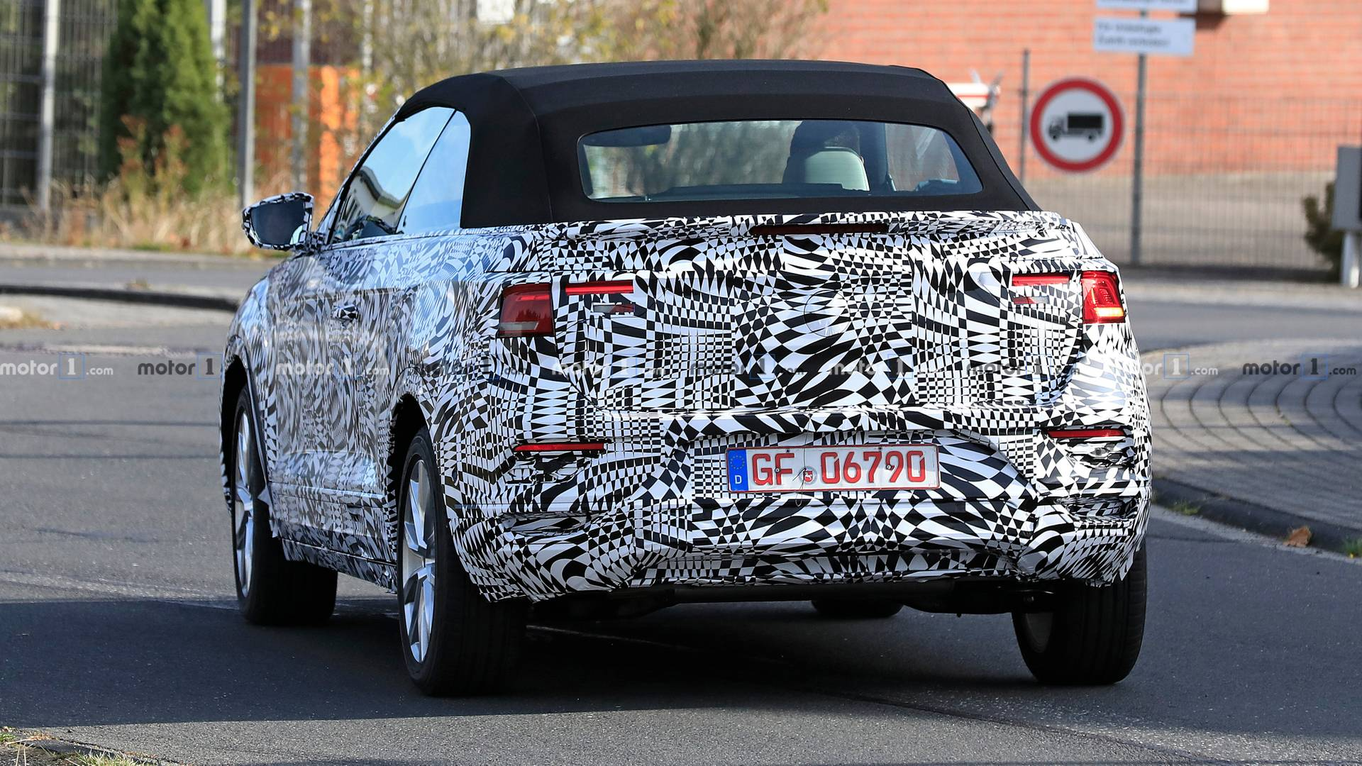 NOVETAT: VW T-ROC Cabrio 2020 Vw-t-roc-cabrio-spy-photo