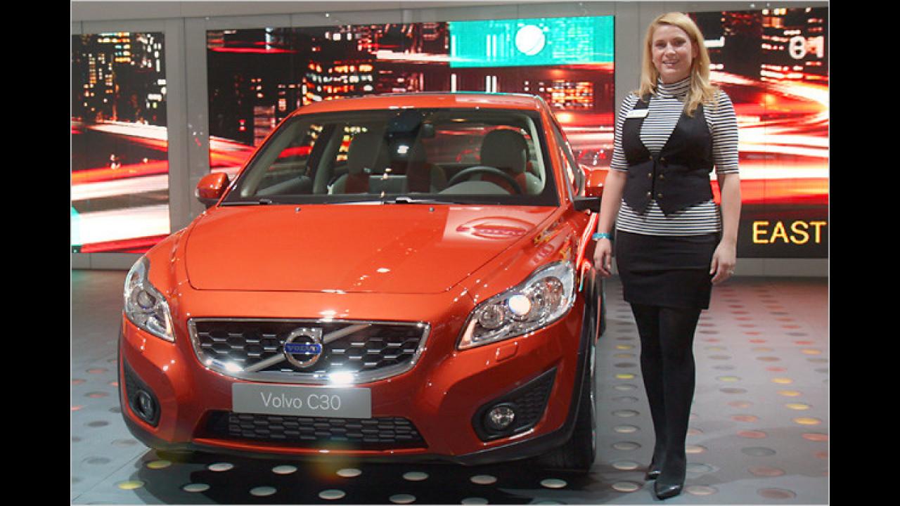 Volvo hat natürlich ein blondes Schweden-Mädel mitgebracht