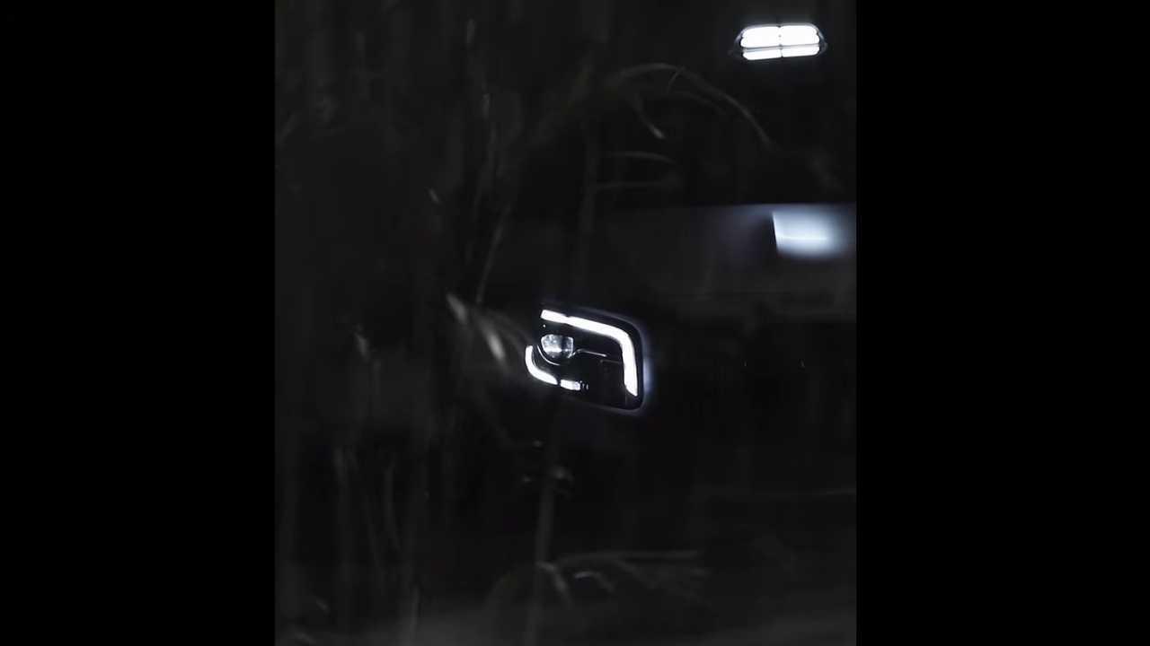Mercedes Concept GLB teaser