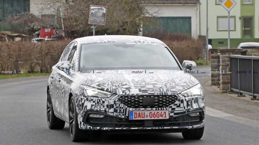 2020 SEAT Leon spied with less camouflage