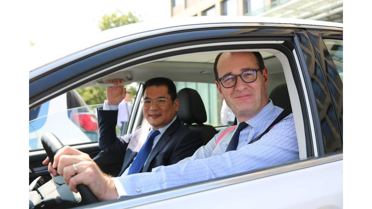 Mr. Peter Fleet, group vice president and president, Asia Pacific, Ford Motor Company and Mr. Jin Zheyong, chairman and president, Anhui Zotye Automobile Co., Ltd.