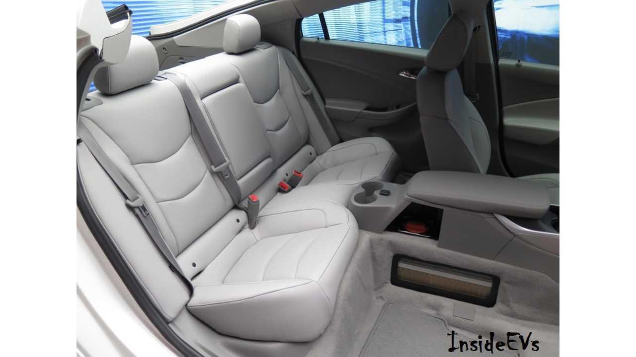 2016 Chevrolet Volt Cutaway At NAIAS Showing Rear Seating. Image Credit: Tom Moloughney/InsideEVs</dd><dd class=