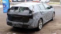 2018 Toyota Avensis break photos espion