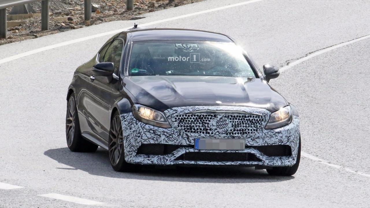 Makyajlı Mercedes-AMG C63 Coupe casus fotoğrafları