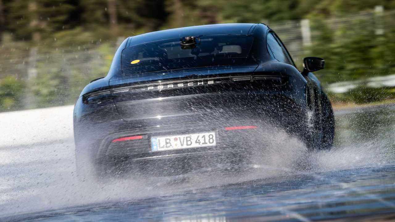 Porsche Taycan beim Drift-Rekord