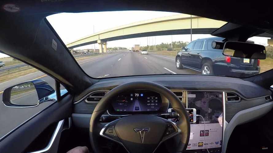 Tesla fala em 'salto quântico' e Autopilot 100% autônomo na semana que vem