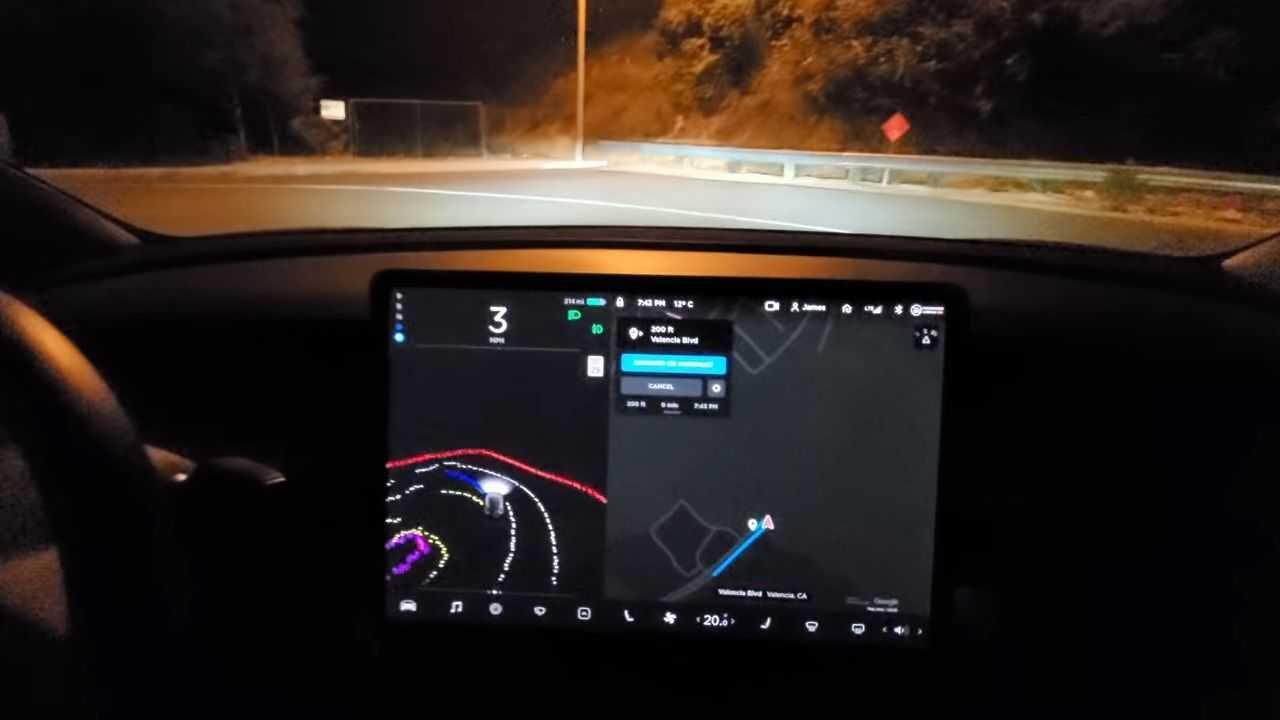 Tesla Autopilot inversione a U