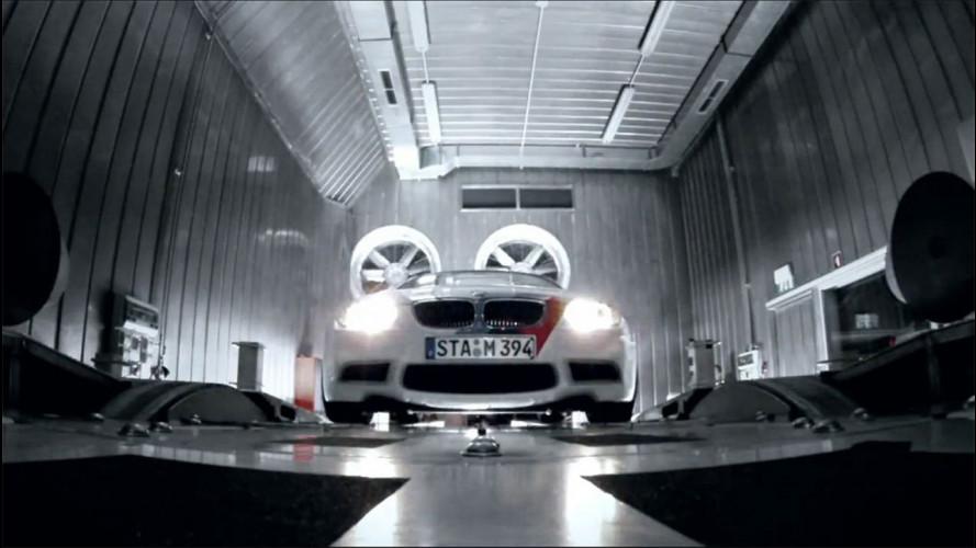 Auto e moto BMW si inseguono: M3 contro S 1000 RR