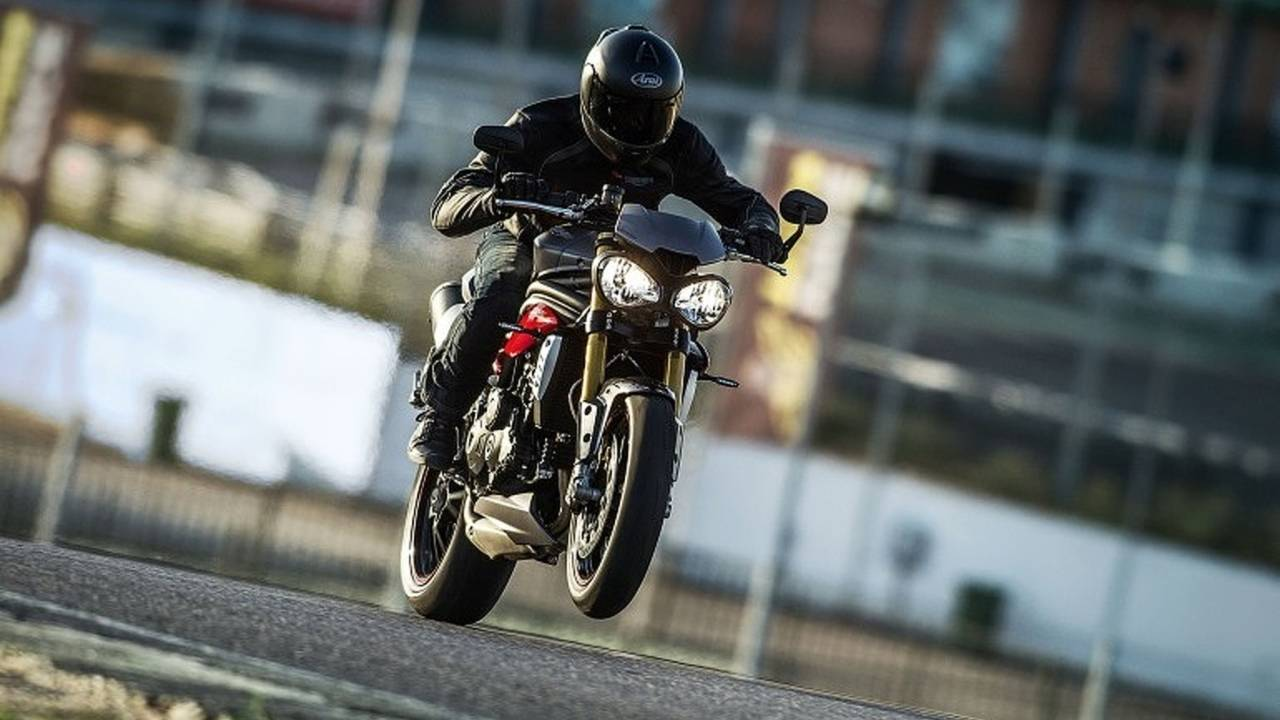 Triumph Announces Pricing on 2016 Speed Triple S and Speed Triple R