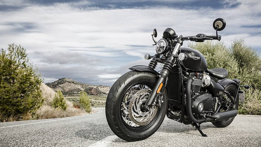 2018 Triumph Bonneville Bobber Black - First Ride