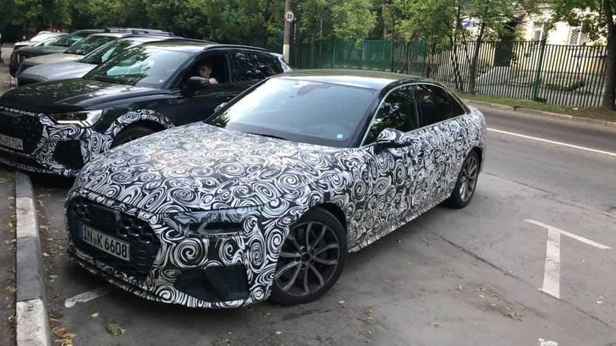 Новый RS Q3 (а также другие новые Audi) застукали в Москве
