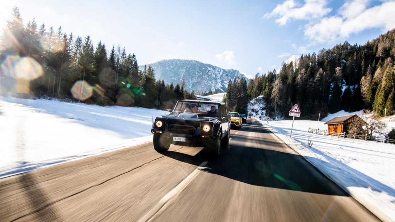 Lamborghini Urus vs LM002