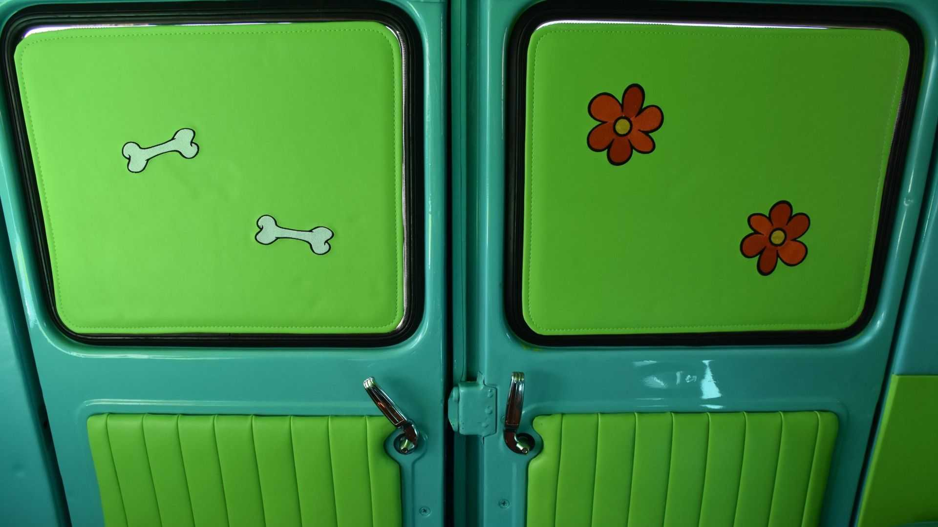"[""1969 Z Movie Car Scooby Doo Mystery Machine Pays Tribute To A TV Legend""]"