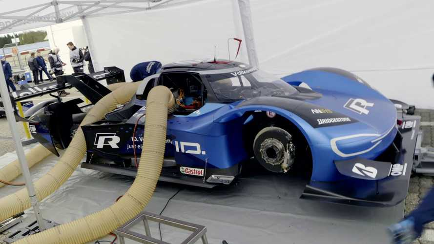 Volkswagen Presents Charging Of The I.D. R: Video