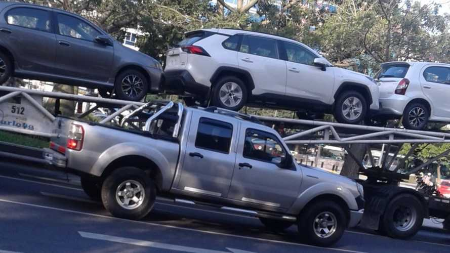 Flagra: Novo Toyota RAV4 Hybrid chega para lançamento conjunto Argentina-Brasil