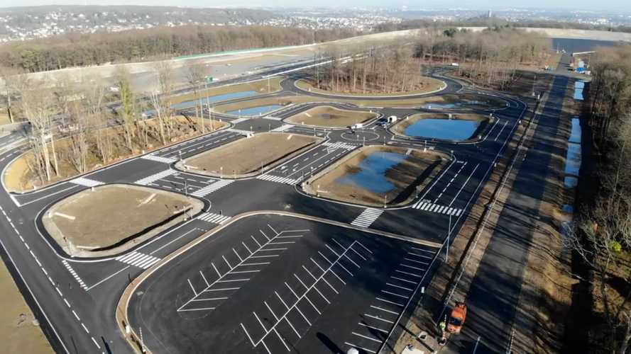 Un centre d'essai pour voitures autonomes inauguré à Montlhéry