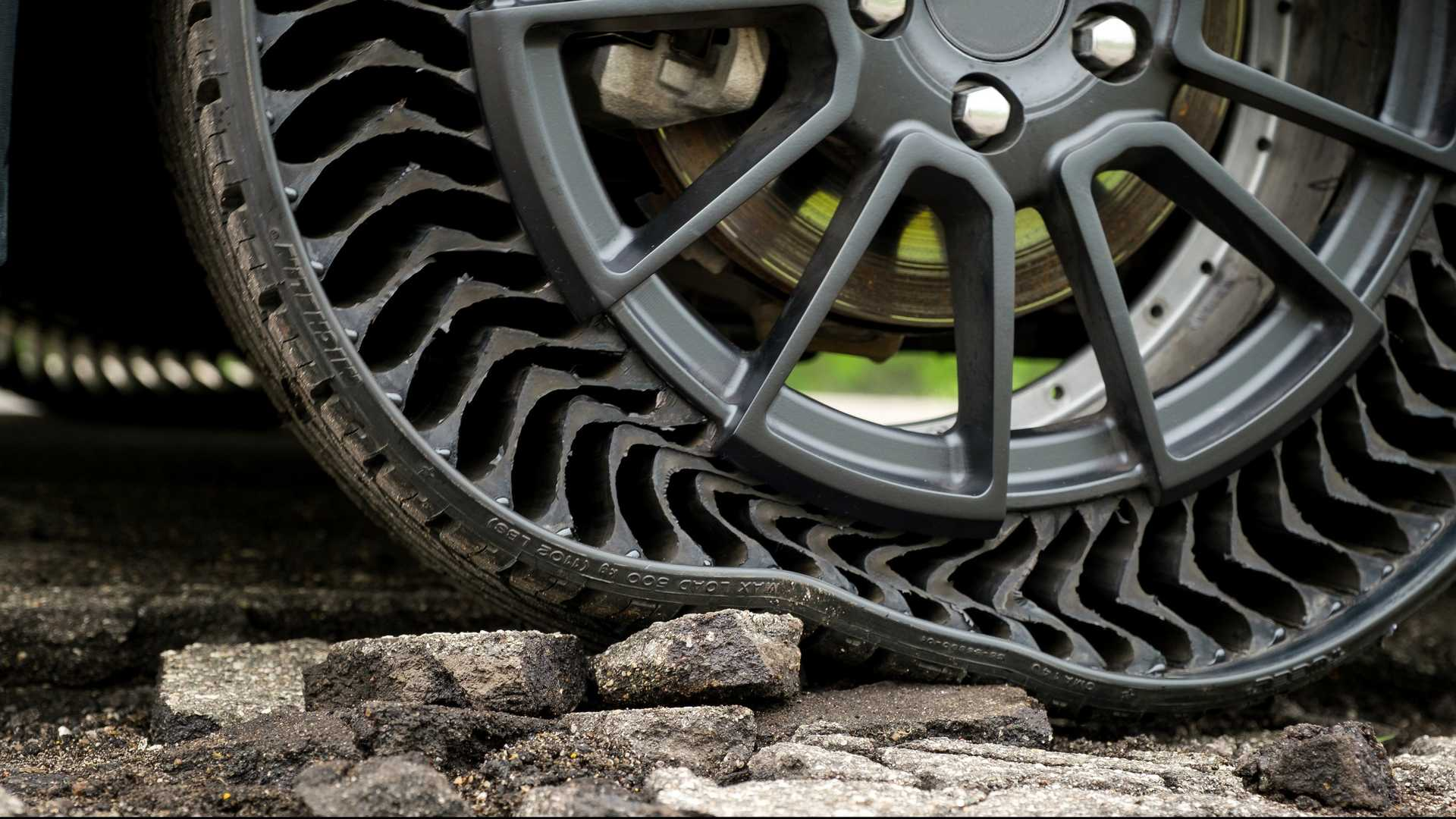 Vidéo - Premier test public pour les pneus sans air de Michelin