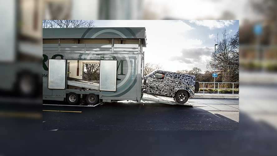 Land Rover Defender 2019, un teaser anticipa il debutto