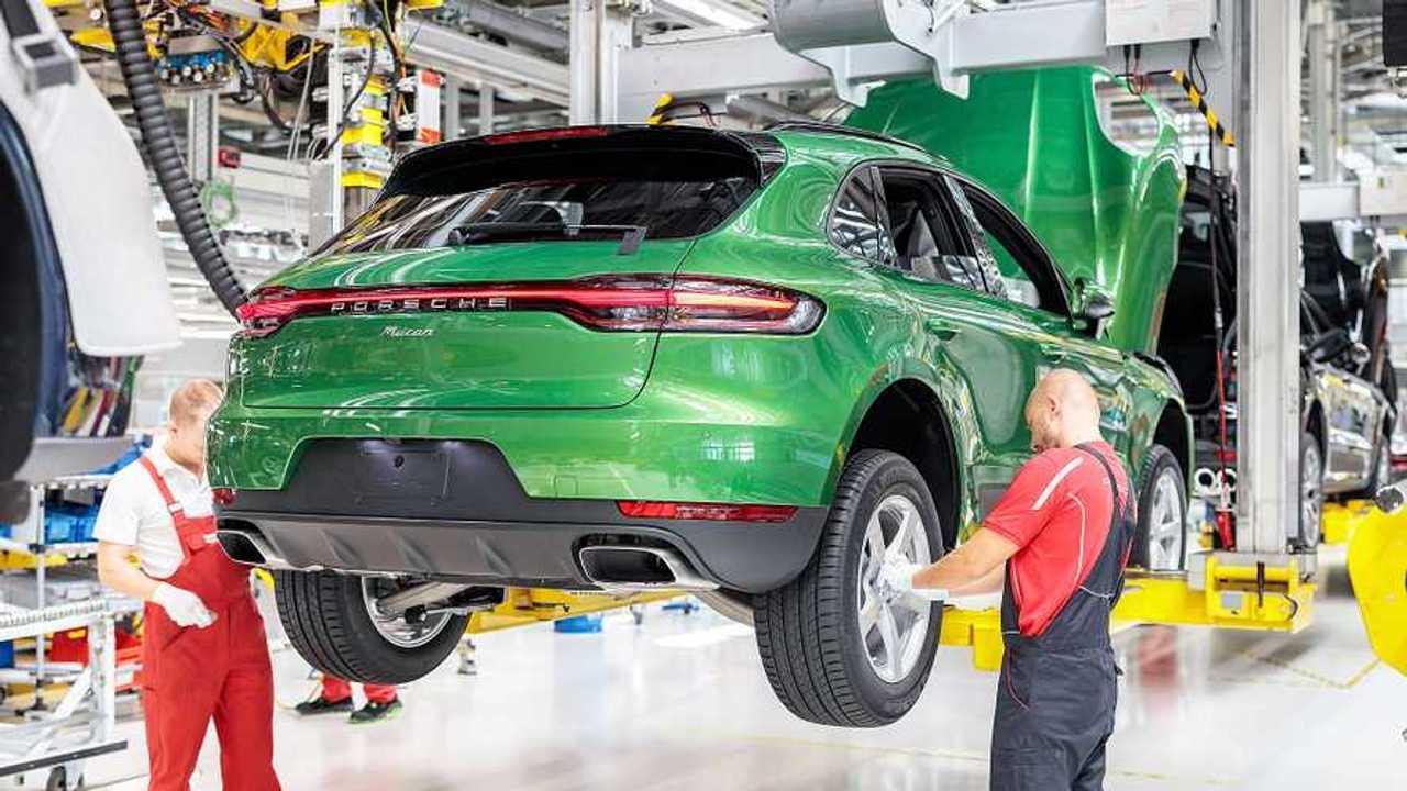 Porsche, la catena di montaggio