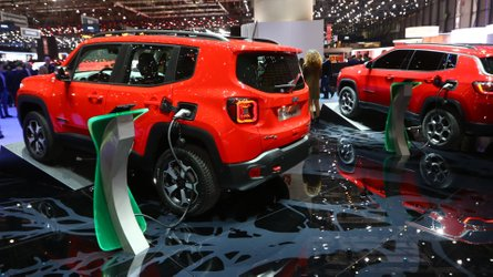 Jeep Renegade e Compass ganham versões híbridas plug-in com 240 cv