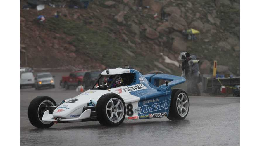 Video: Onboard the Electric HER-02 as it Tackles Pikes Peak in the Rain