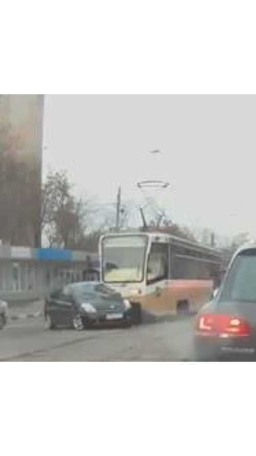 Video: Toyota Prius Collides With Electric Bus